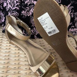 Women size 7M sandals